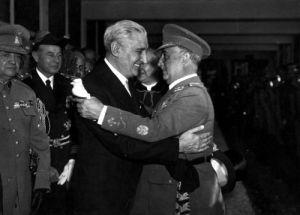 Encontro de ditadores: Salazar, de Portugal, e Francisco Franco, da Espanha.